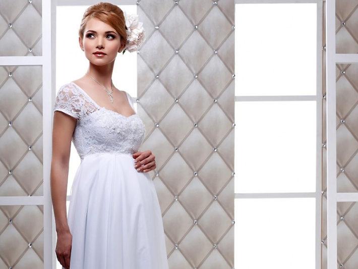 Беременная в свадебном платье