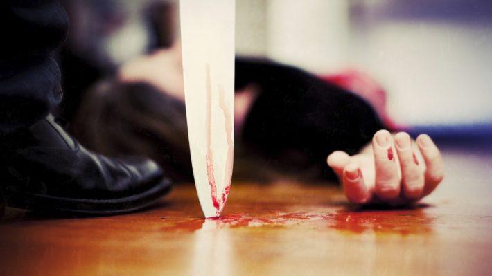 Мертвая девушка, кровь и нож
