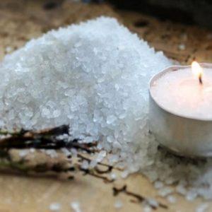 Заговор на соль, чтобы убрать все недуги и привлечь хорошее: простой способ