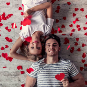 Парень и девушка на полу