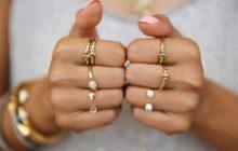 Золотые кольца на пальцах