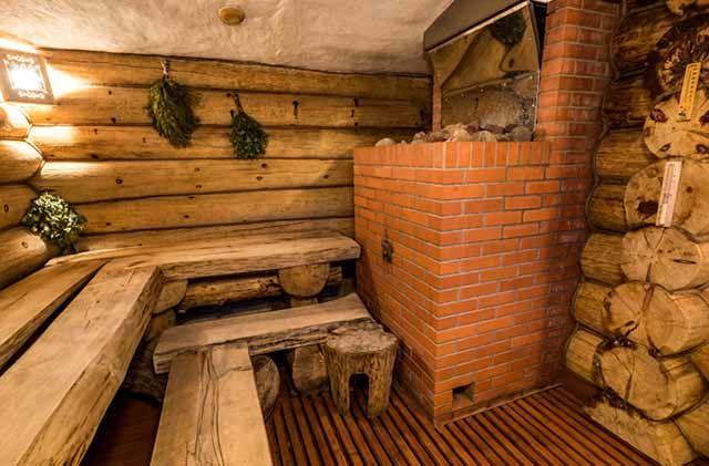 Печь и лавочки в бане