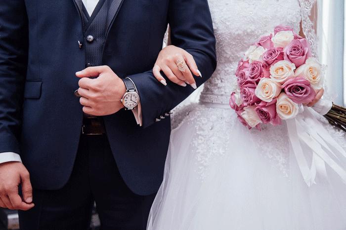 Невеста под ручку с женихом