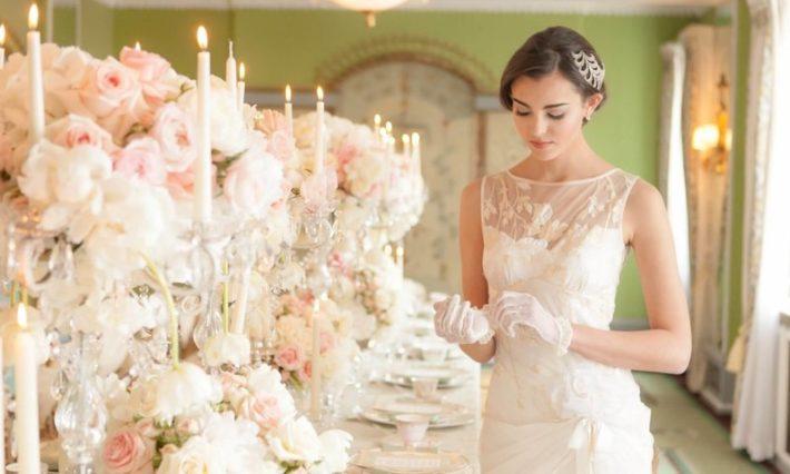 Невеста у праздничного стола