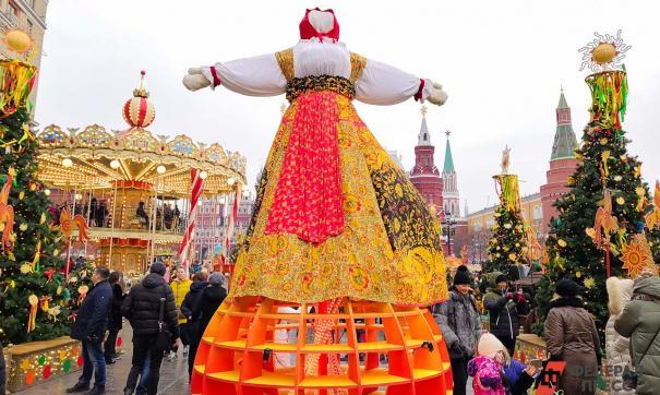 Чучело Масленицы на городской площади
