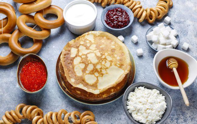 Блины с икрой, творогом, медом, сахаром, вареньем и баранками