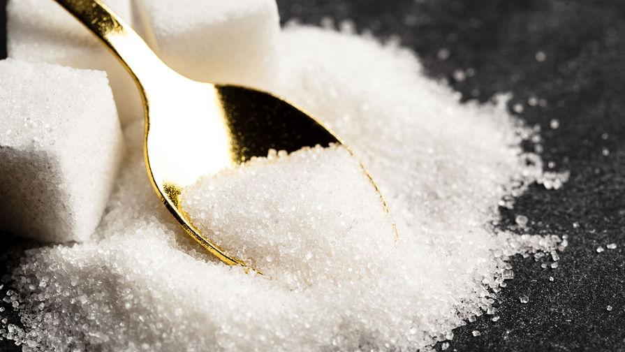 Золотистая ложка и сахарный песок