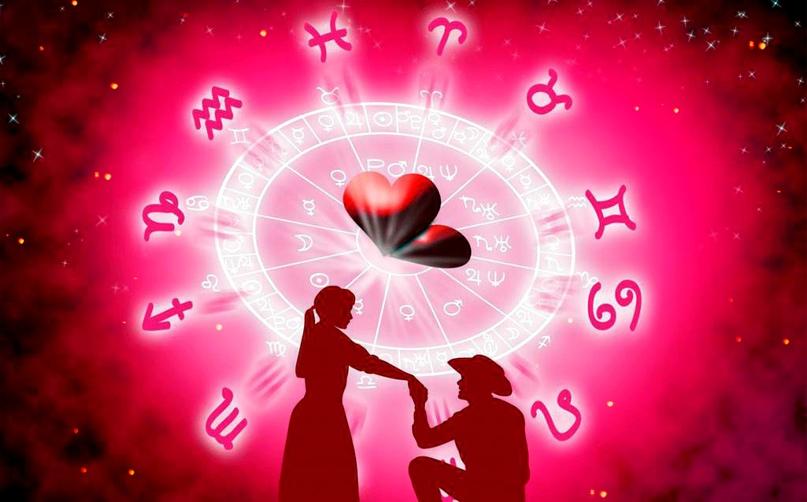 Пара на фоне зодиакального круга