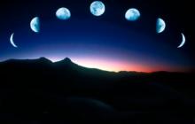 Луна в разных фазах над горами