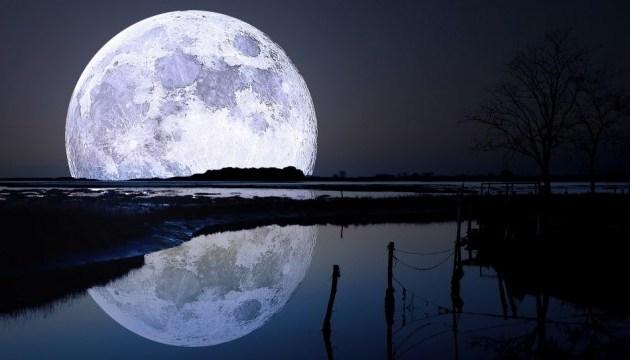 Полная Луна за горизонтом и освещенная ей река за горизонтом