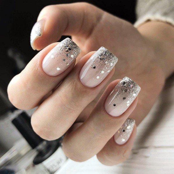 Блестки и пайетки на ногтях