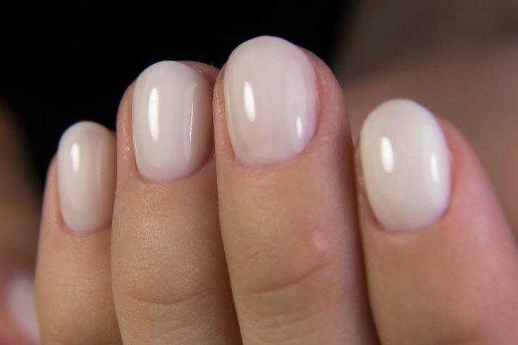 Молочный гель для ногтей