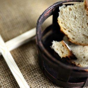 Краюха хлеба и распятье