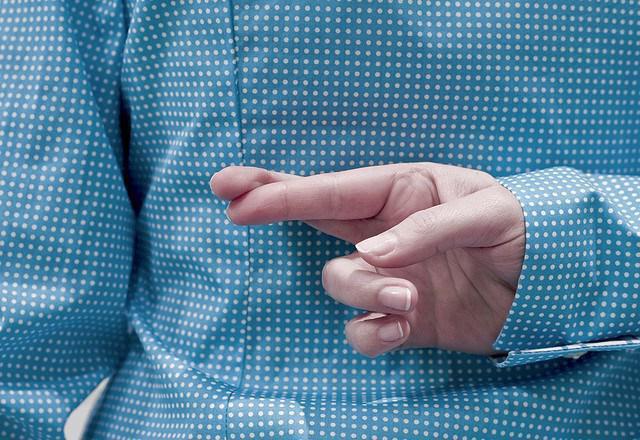 Перекрещенные пальцы за спиной
