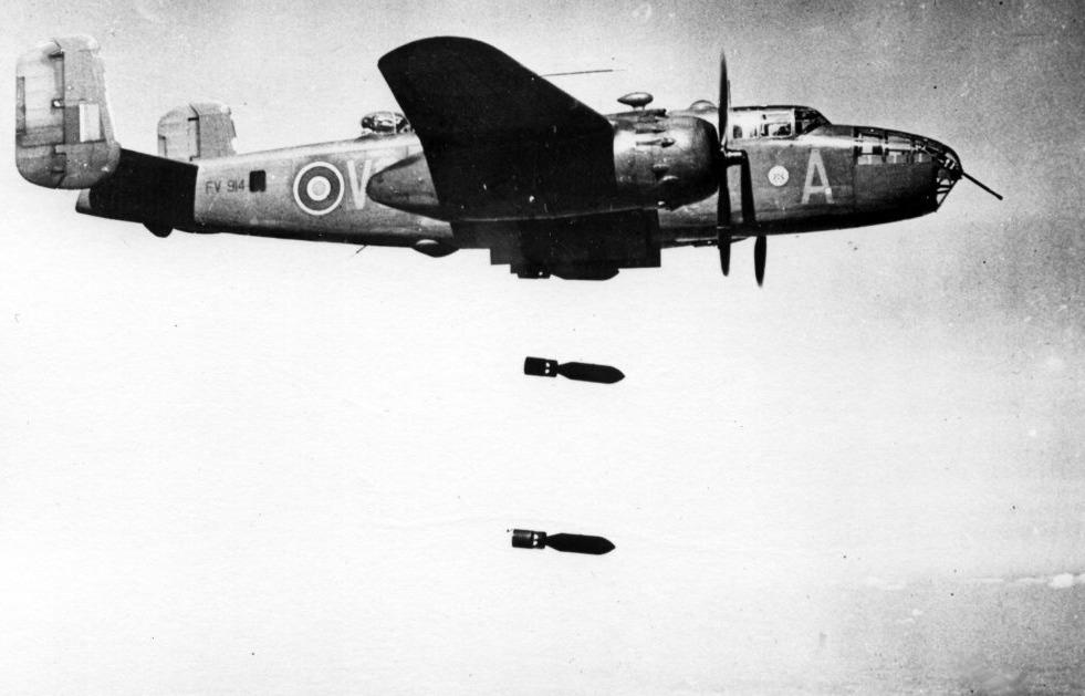 Черно-белое ретро-фото бомбардировок