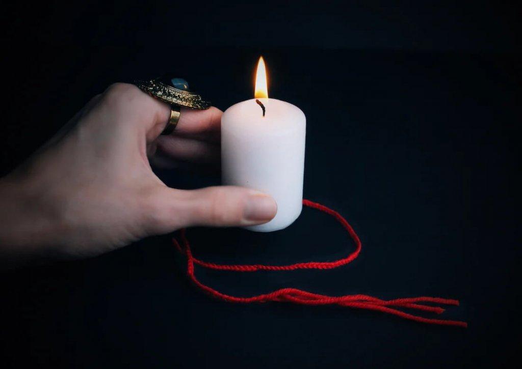 свеча и красная нить